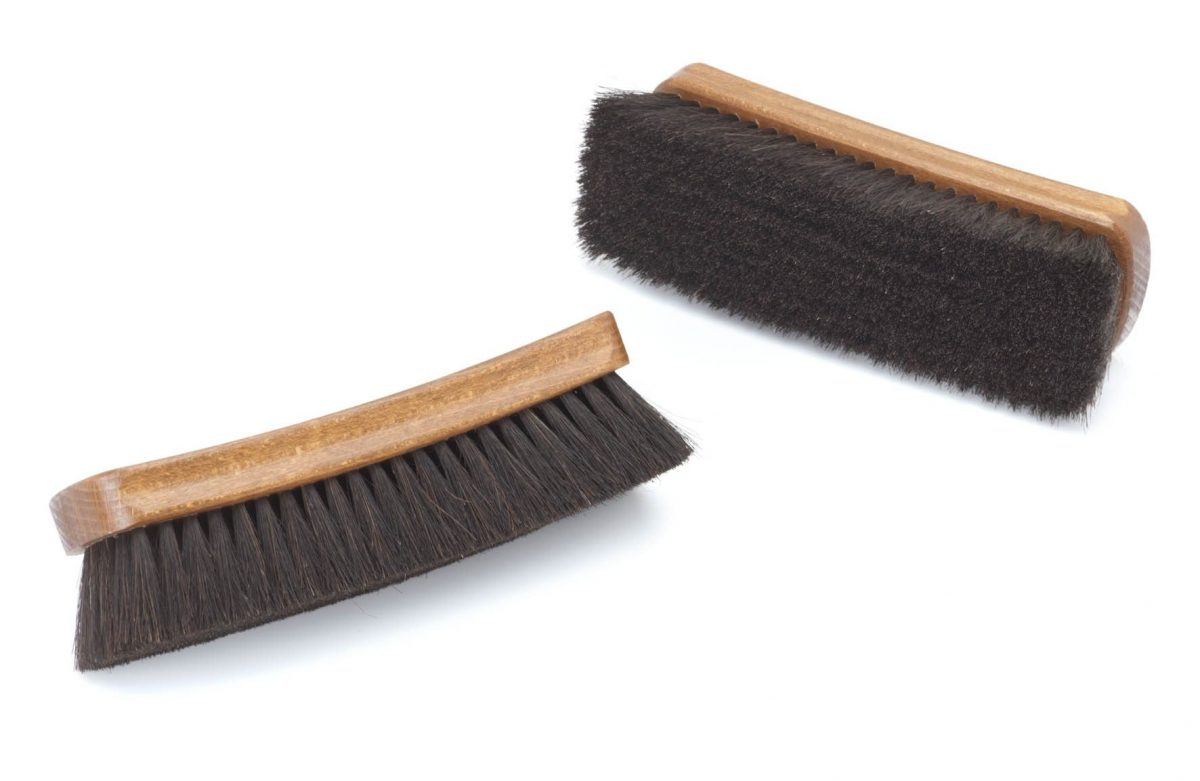 Large curved horsehair brush